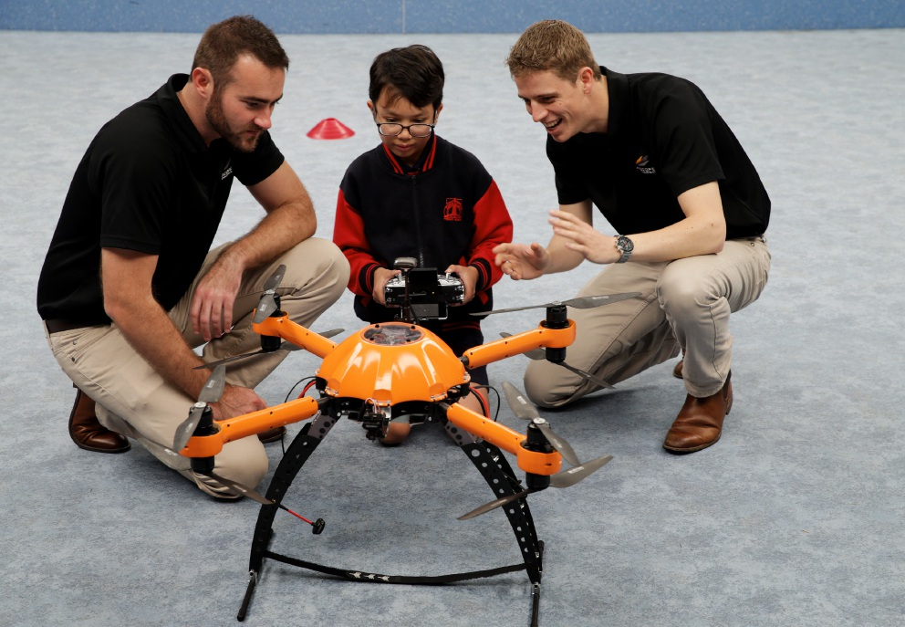 Chris Leslie and Luke Klingenberg, from Airscope Industries, with James Minczanowski (Year 6) and an Aeronavics Sky Jib.       www.communitypix.com.au   d458262