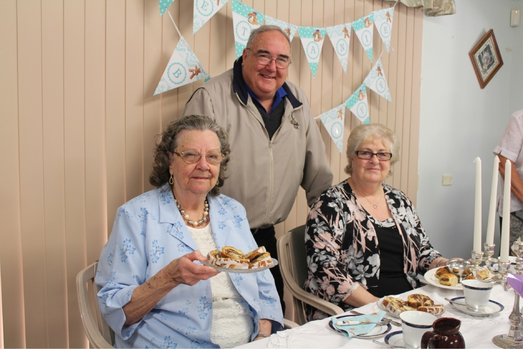 Bethanie Kwinana Social Centre residents Thelma Rossell and Carol Newman with bake off judge City of Kwinana councillor Dennis Wood.
