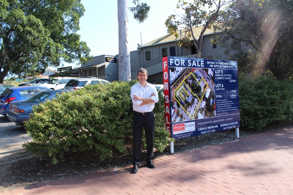 Dave Kelly wants the State Government to buy the car park next the Bassendean Hotel.