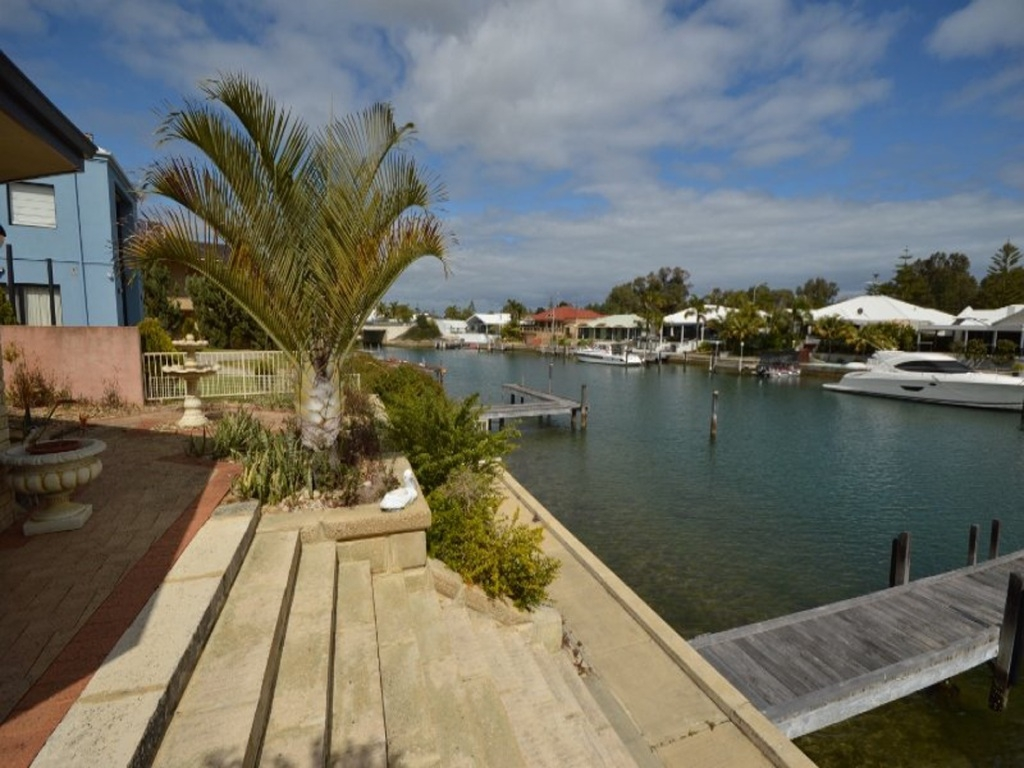 Halls Head, 48 Cambria Island Retreat – $1.099 million