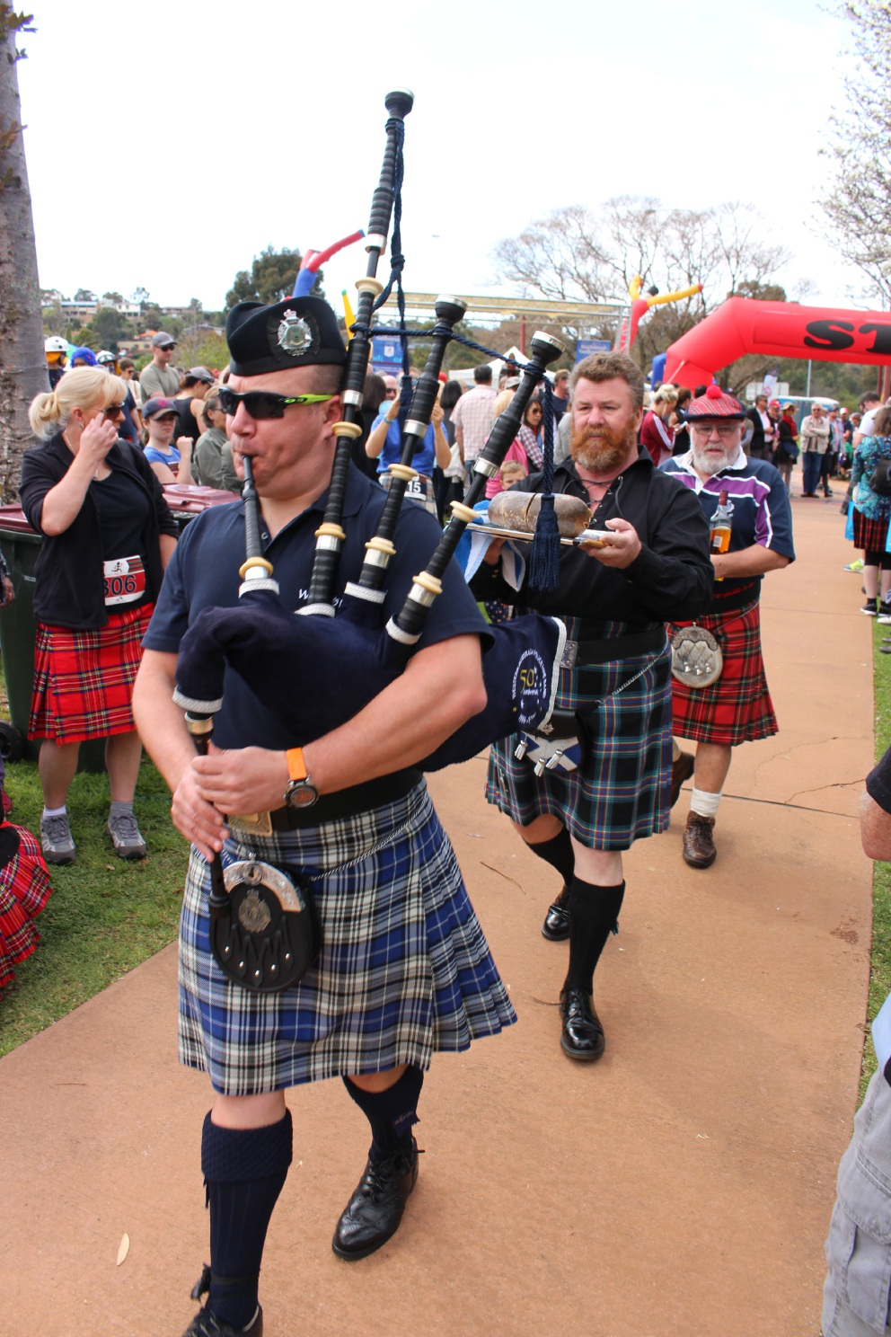 City of Armadale Kilt Run: kilt runners skirt bad weather