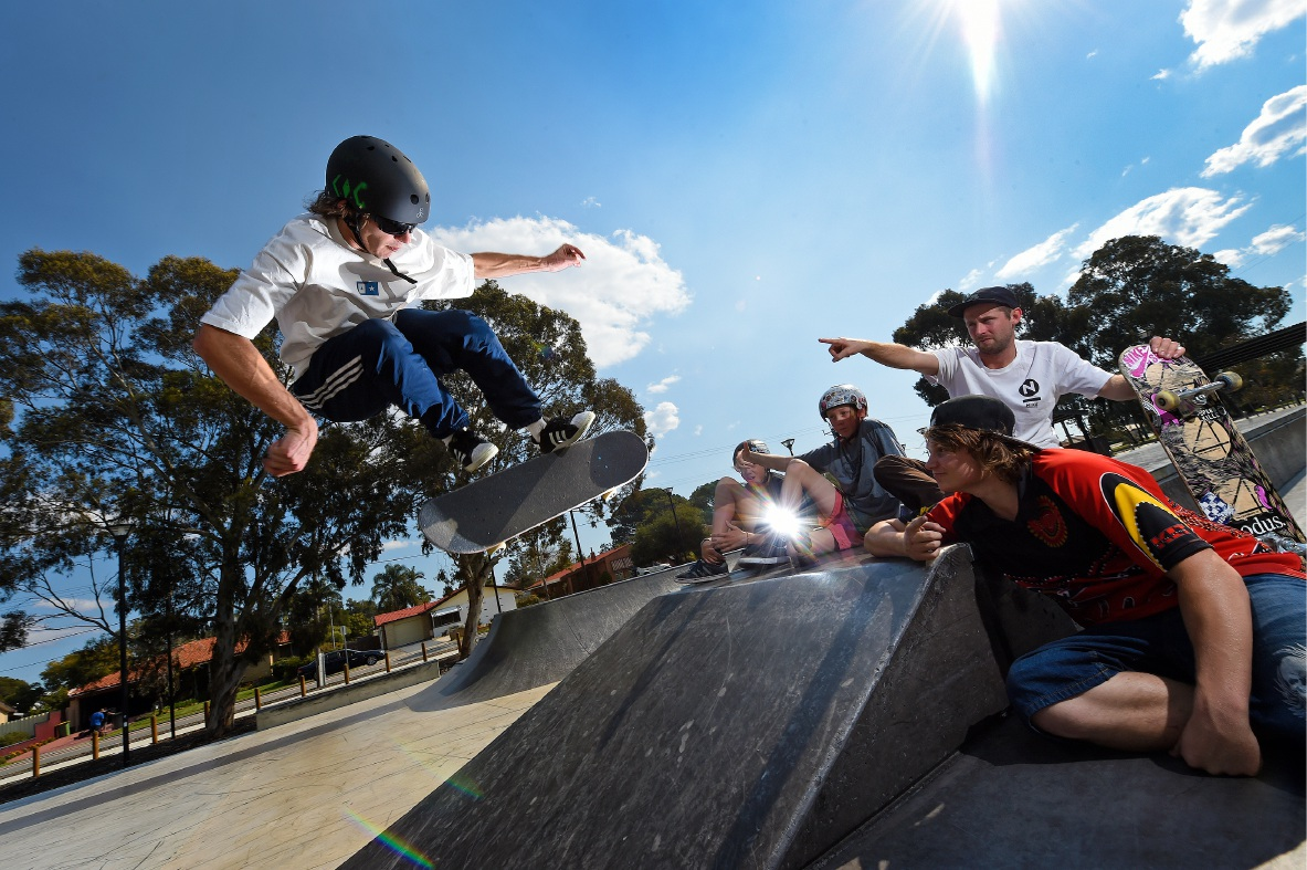 Skater Tom Bentley showing off his skills watched by Deon Drage, Cameron Hyde, Harry Clark and Kyle Hutchins.  Picture: Jon Hewson    d459502