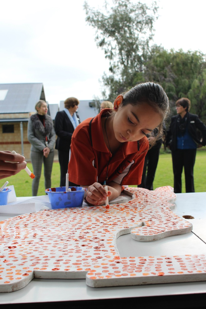 Year 4 student Annyta Mcintosh works on a dot painting for her Willagee school.