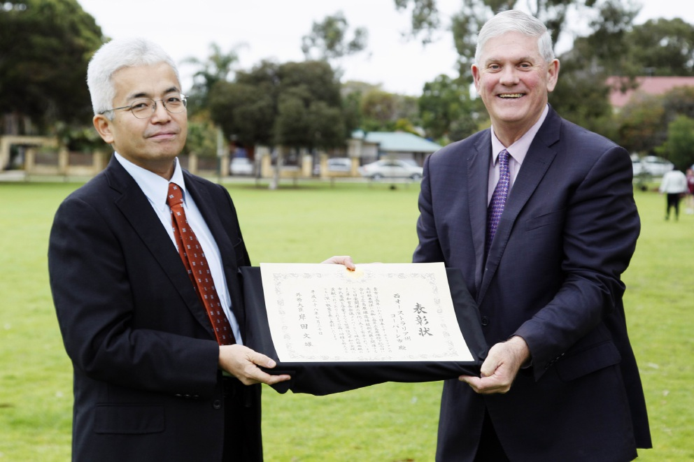 Japan's acting Consul-General, Toshio Ida, presents Cockburn Mayor Logan Howlett with the Foreign Minister's Commendation.