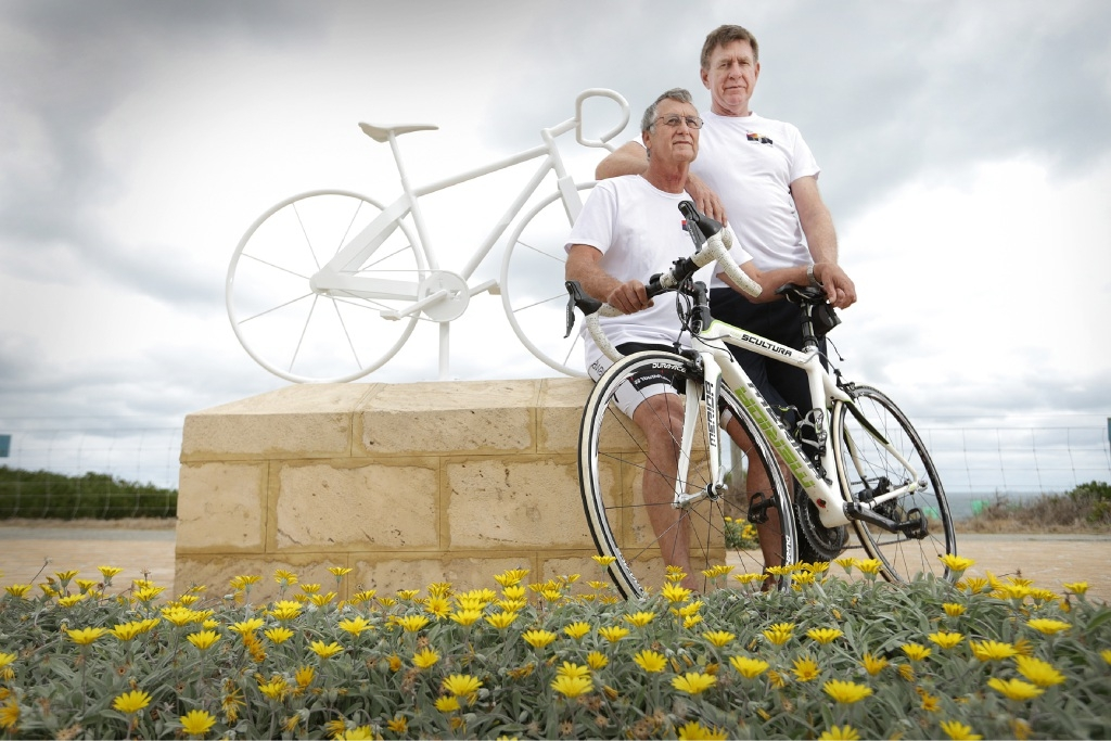 Ian Anderson and Department of Sport and Recreation director-general Ron Alexander at the ghost bike last year.