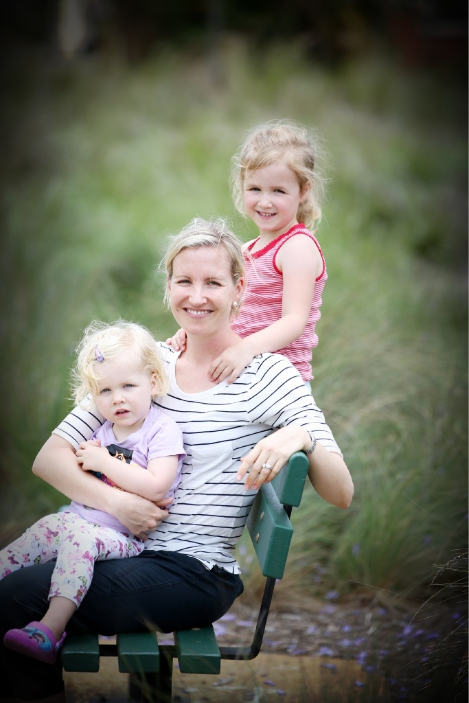 Anna Snodgrass, with her daughters Claire (4) and Isabelle (2) says she was heartened by the help she received after they were involved in a car crash. Picture: Andrew Ritchie  www.communitypix.com.au   d445838