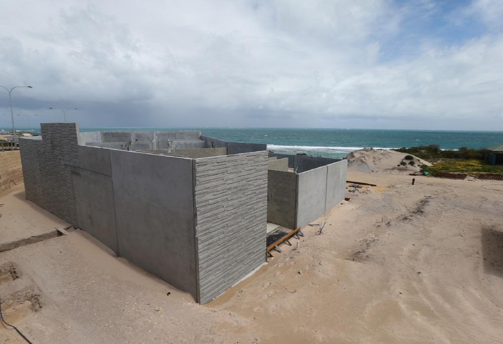 Yanchep surf lifesavers will still patrol despite delays building new clubhouse