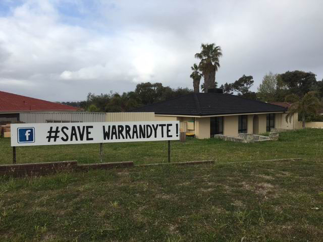 A house in Craigie shows its support for the Warrandyte Park campaign.