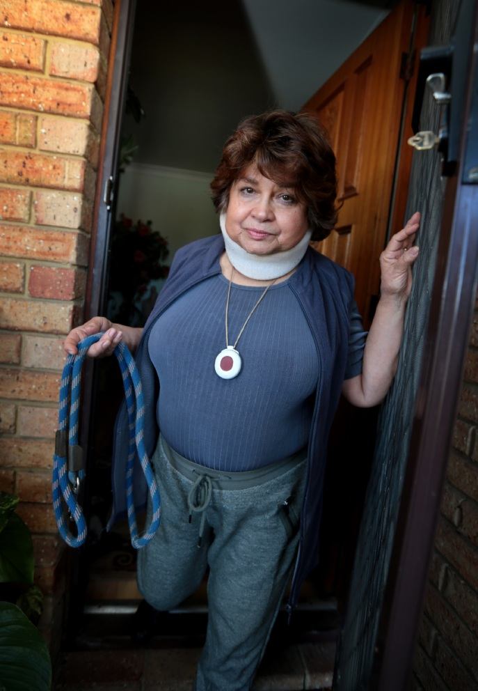 Elyse Stonehill said the owner of the dog who attacked her pet refused to pay the vet bills. Picture: David Baylis www.communitypix.com.au   d460036
