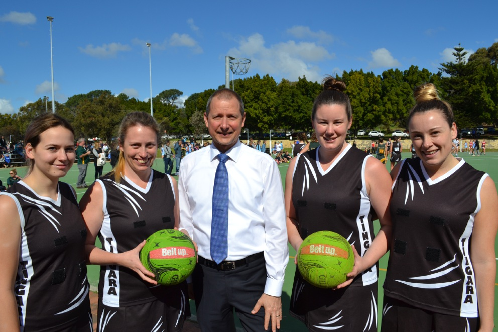 Bateman MLA Matt Taylor with members of the Tingara Netball Club.