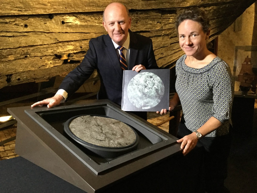 John Day and exhibition curator Corioli Souter with the de Vlamingh plate.