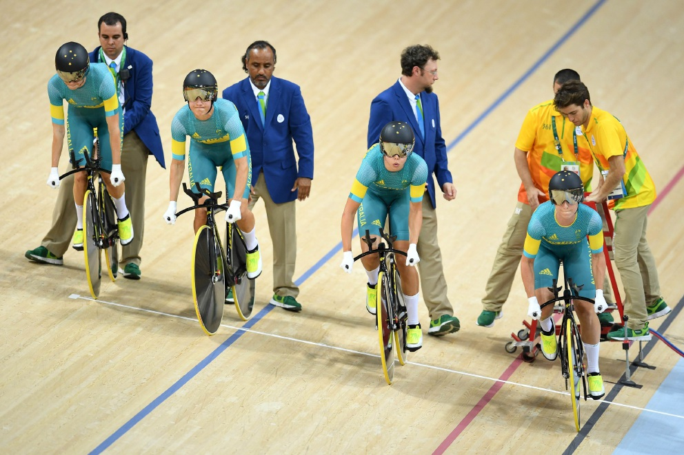Rio Olympics: Melissa Hopkins recovers from training crash to help Australian women's team pursuit qualify third fastest for final
