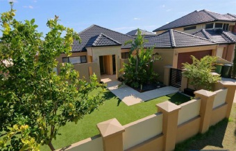 Canning vale 11 woodland dale 700 000 to 730 000 for Bathroom decor and tiles joondalup opening hours