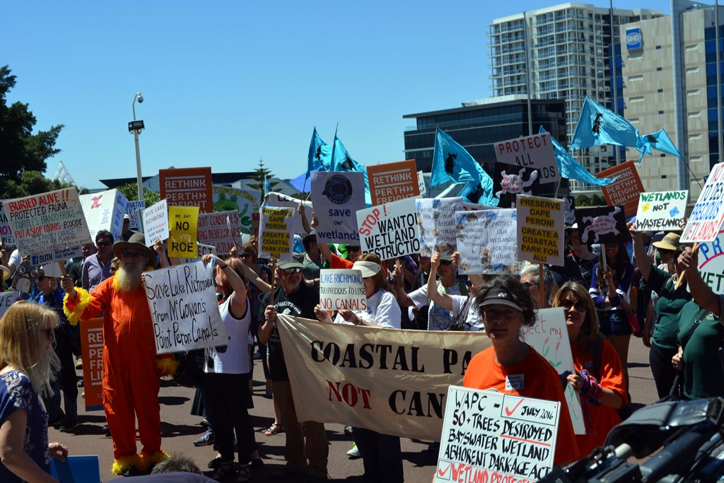 Bayswater residents take protest against wetlands development to Parliament House