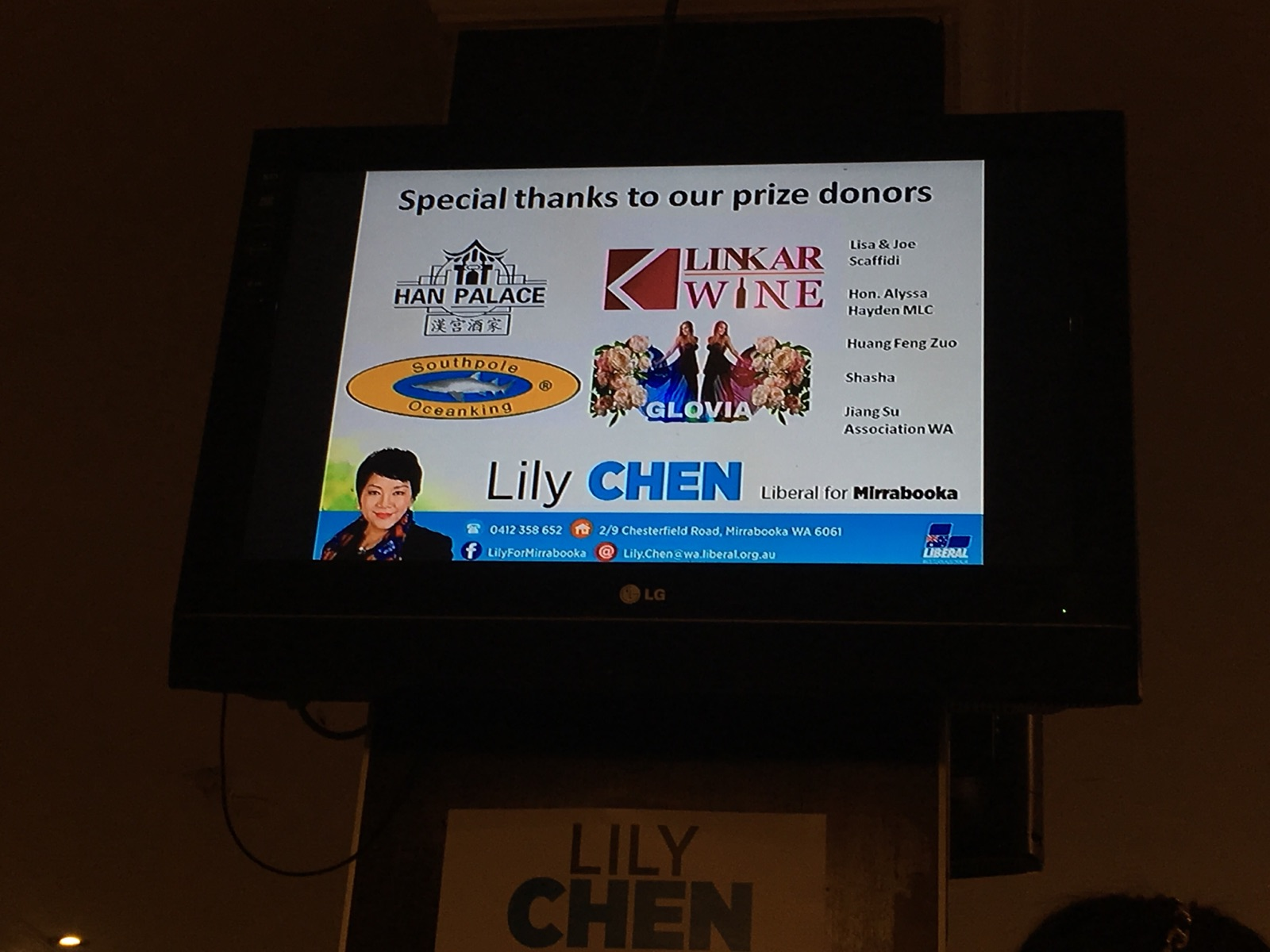 A screen at a Lily Chen campaign event, listing Perth Lord Mayor Lisa Scaffidi and husband Joe as prize donors.