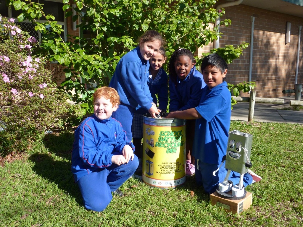 High Wycombe students Billy, Wareesha, Aisha, Jordyn and Jahvis collecting batteries.