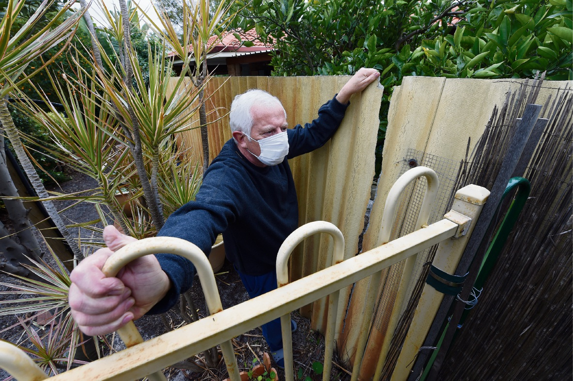 Thornlie resident shocked to find asbestos in broken fence