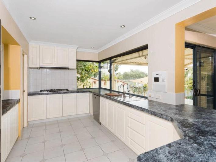 Kardinya, 73 Anglesey Drive – $925,000