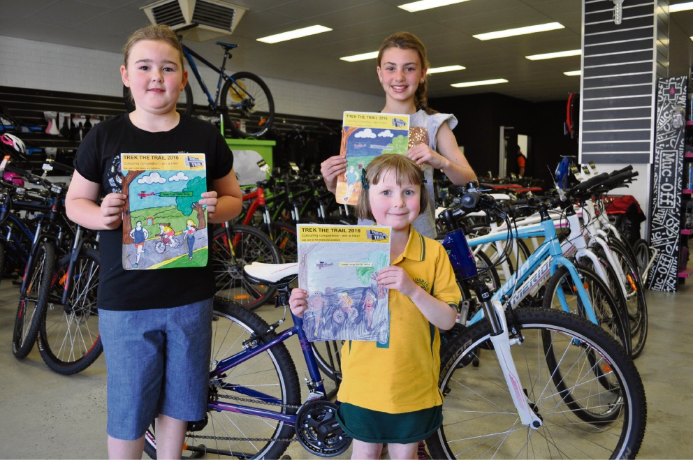 Trek the Trail winners collect prizes from Shire of Mundaring competition
