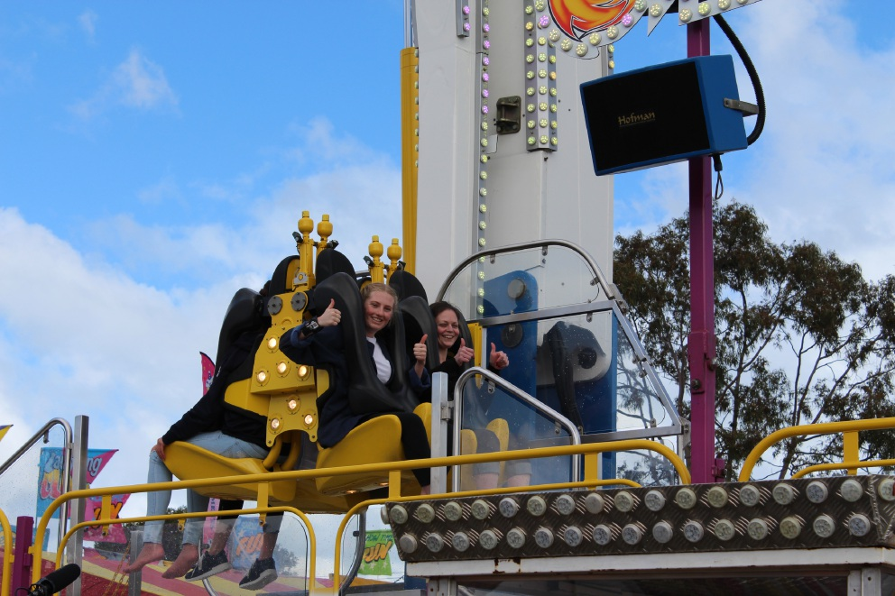 Kelsey Lang and Jessica Mead on the Speed 2 at 2016 Perth IGA Royal Show ride preview.