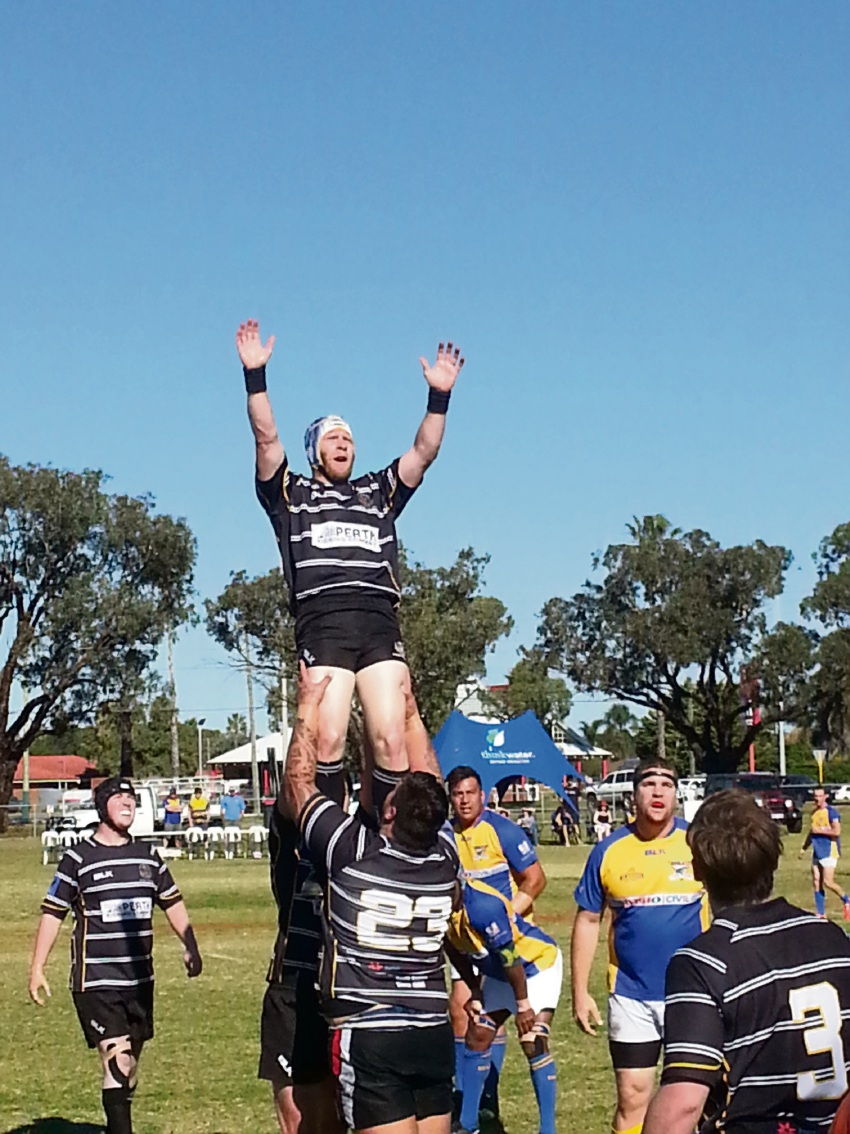 Geraldton's Tom Fergson contests a lineout.