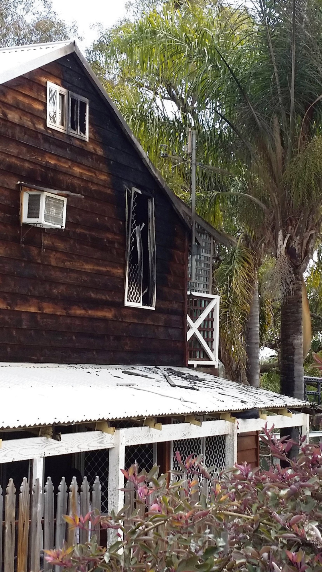 The house damaged by fire in Leda. Pics; Rebecca Coutts-Smith