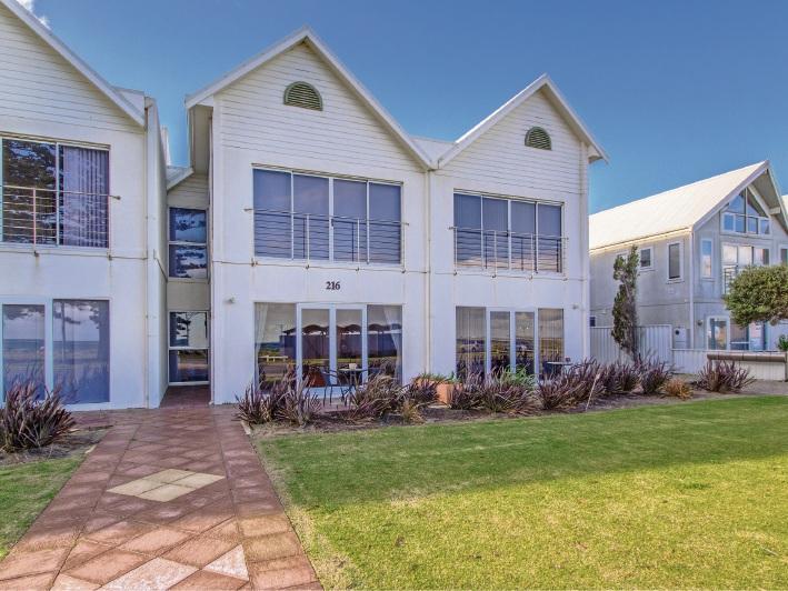 Safety Bay, 2/216 Arcadia Drive – Mid $600,000's