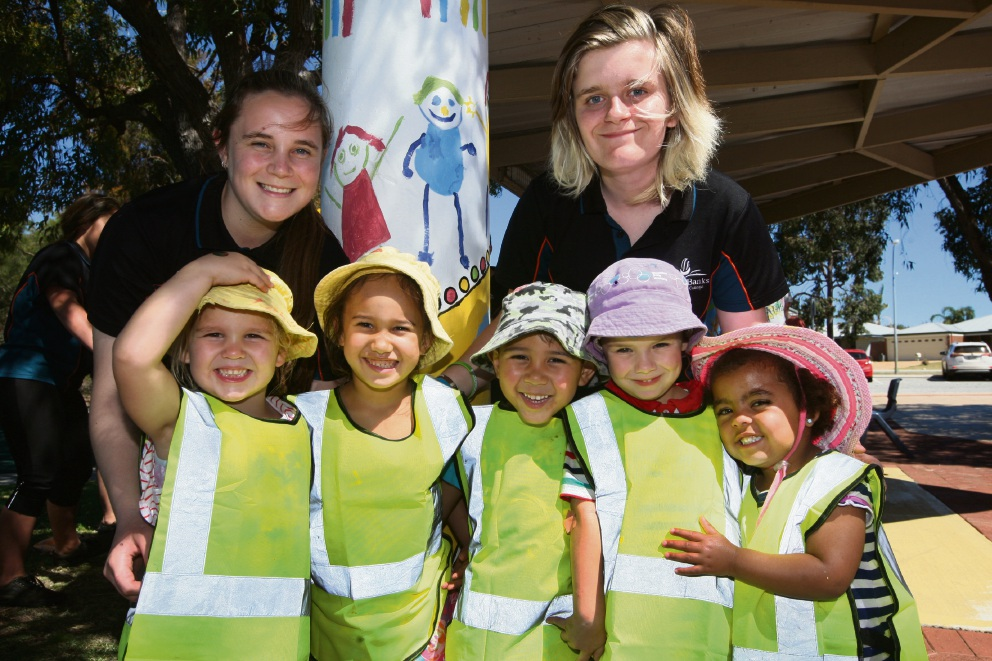 Banksia Grove Community Centre: community pitches in to add colour