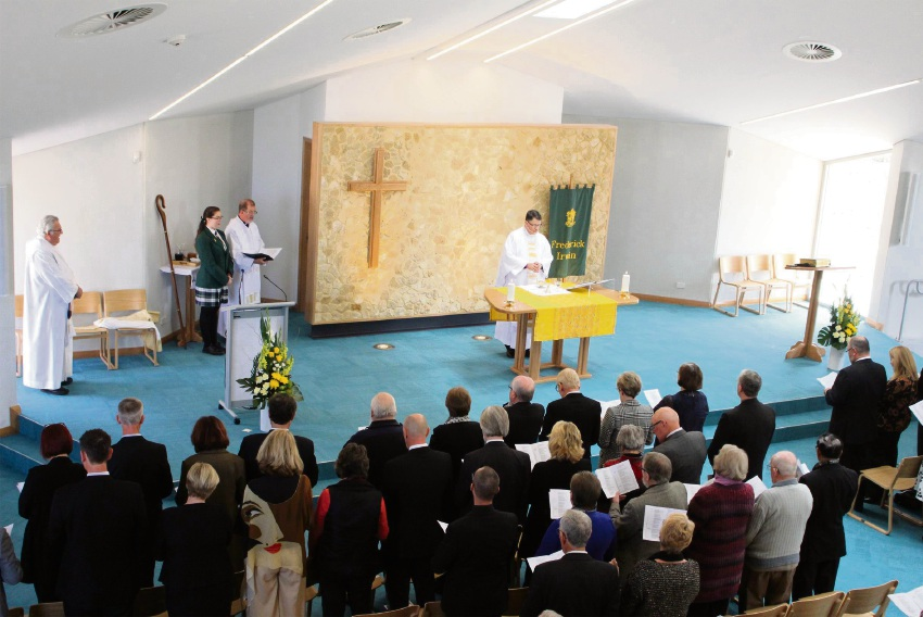 Frederick Irwin Anglican School chapel consecrated as part of 25th anniversary