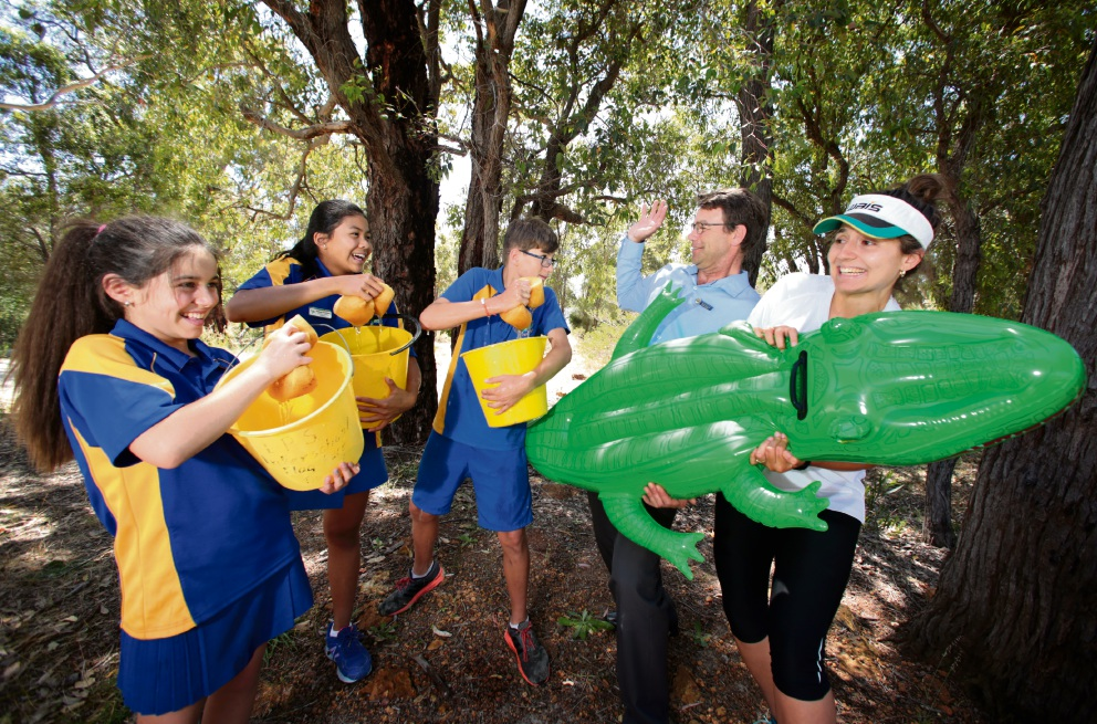 Pupils Layla Carson, Kesinee Promklang and Xavier Hann with deputy principal Kevin Donetta and PE specialist Katy Symons getting ready for the Lesmurdie Primary School Family Fun Day. Picture: David Baylis www.communitypix.com.au   d462078