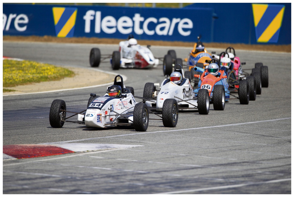 Calan Williams' exciting race to the finish line in Formula Ford