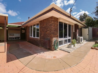 Swan View, 32 Abbott Way – $425,000