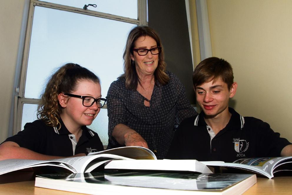 Lynne Ivicevic with students Eliza Fletcher and Parker Horne. |Picture: Robin Kornet www.communitypix.com.au   d461841