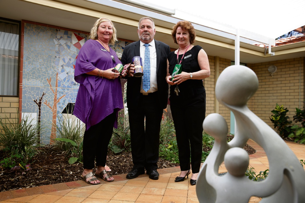 Calling for canned food are Stirling Women's Shelter's Debra Hack and Marianne McCabe with Mayor Giovanni Italiano. Picture: Andrew Ritchie www.communitypix.com.au   d461921