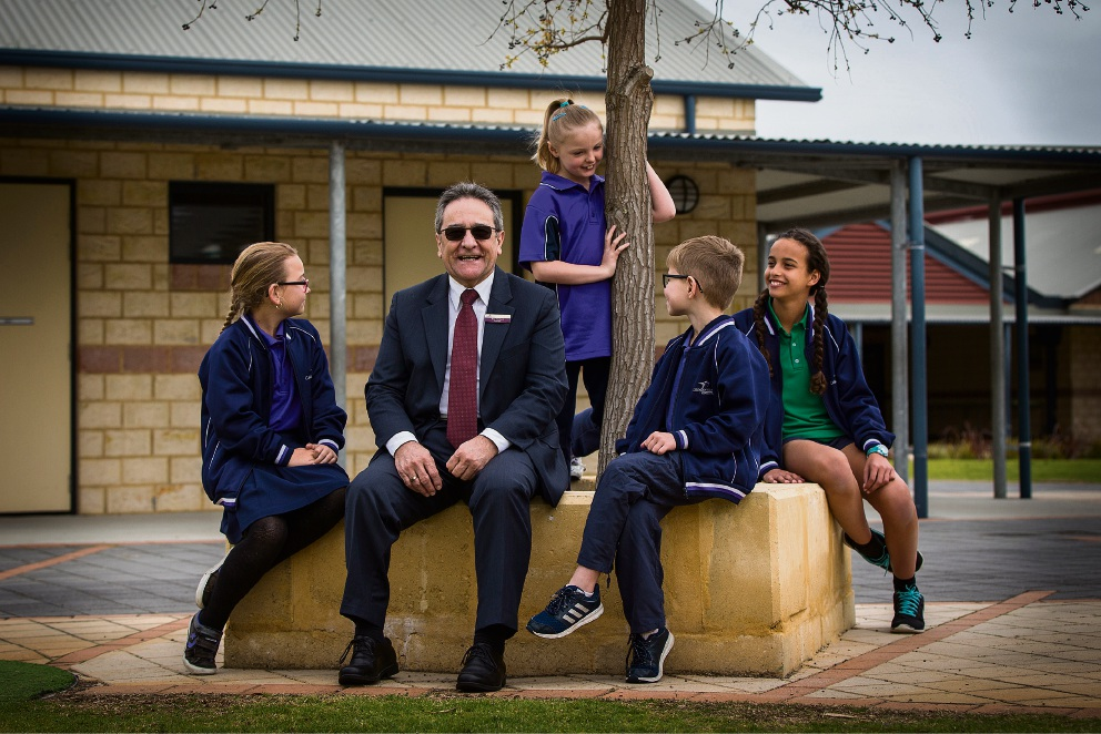 Caladenia Primary School principal Ted Nastasi with students Mikayla Prandl-Smyth, Miley Bavich, Ollie Cockerill, and Naomi McDonald. Picture: Will Russell        www.communitypix.com.au   d459321