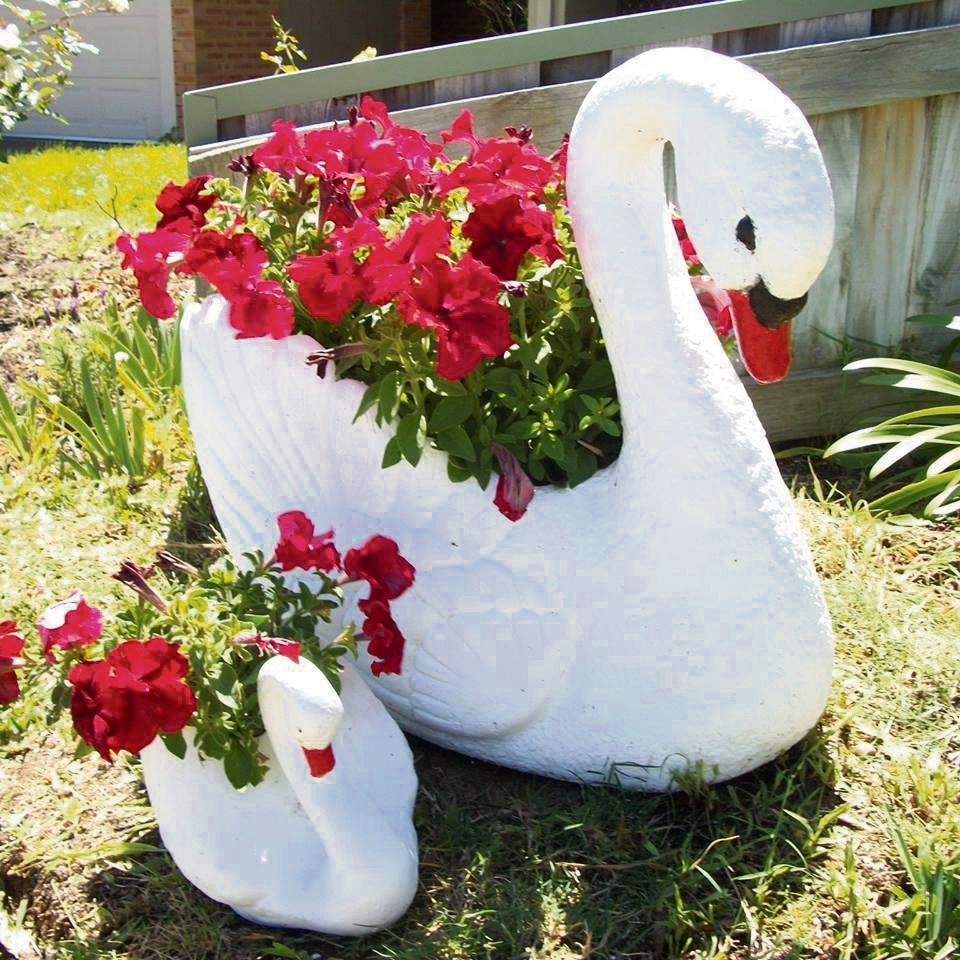 Stirling resident 'heartbroken' over theft of swan planter pot