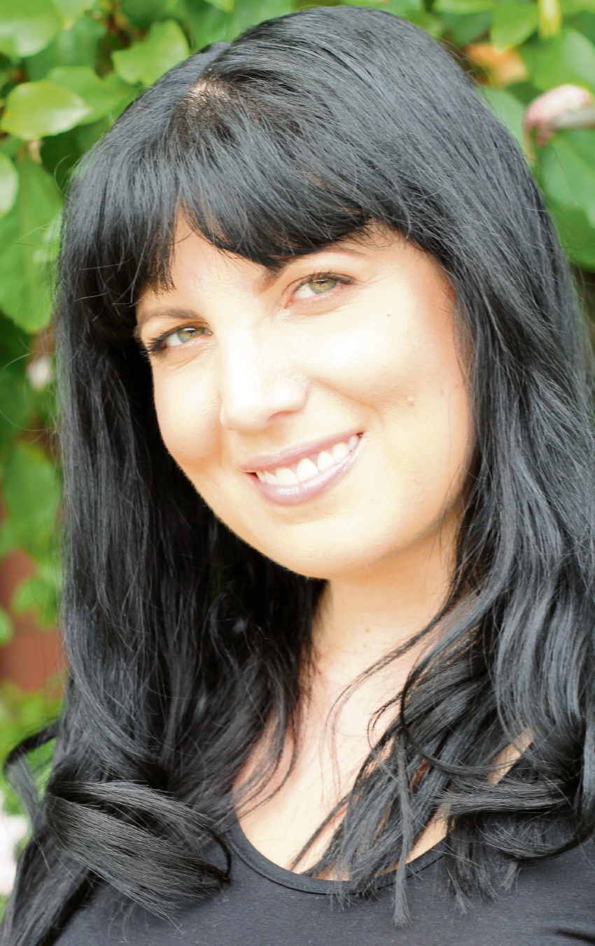 Doubleview author Tess Woods scores hit with romance novel