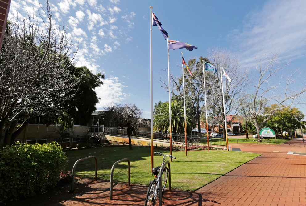 Bassendean councillors to consider 'no confidence' motion in mayor and CEO