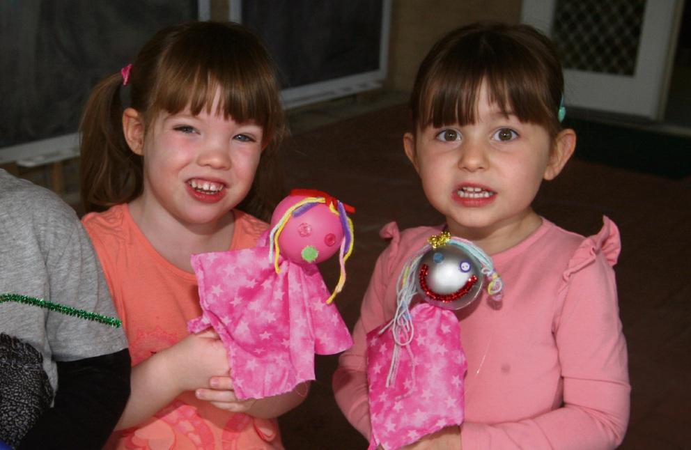 Hannah Meharry (3) and Olivia Ablett (4). d461214