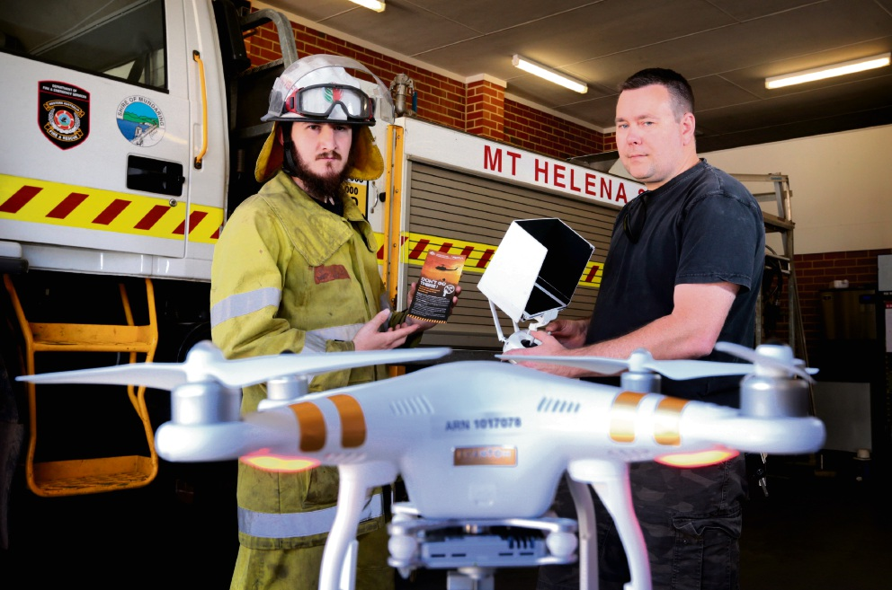 Chris Martlew from Mt Helena Voluntary Bush Fire Brigade discusses drones with resident Phil Pampling. Picture: David Baylis        d462482
