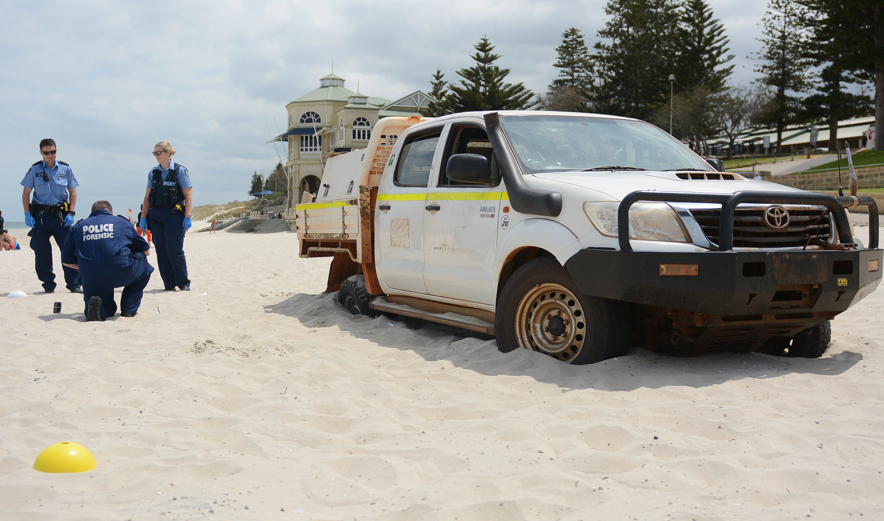 Stolen ute dumped at Cottesloe Beach