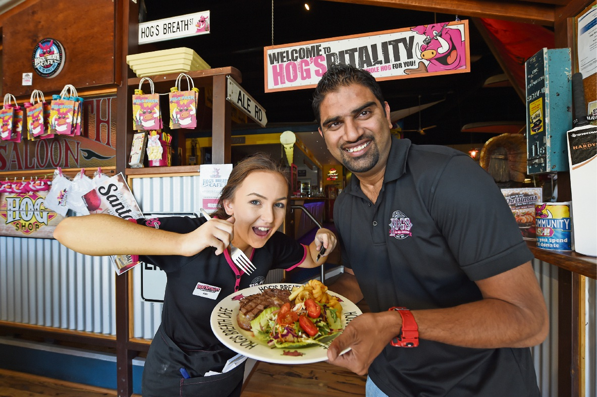 Kiera Slater with Hog's Breath Mandurah franchisee Manish Gupta. Economic downturn or not,the restaurant is still providing Christmas lunch to the homeless. Picture: Jon Hewson        www.communitypix.com.au   d462992