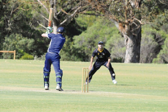 Fremantle needs 42 runs to claim first innings points against Wanneroo on Saturday.