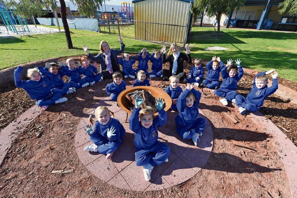 Education assistant Dianna Maddigan and kindergartern teacher Heidi Adams with students at the new fire pit. Picture: Jon Hewson        www.communitypix.com.au d457250