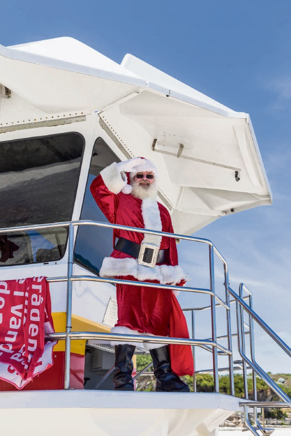 Lakeside Joondalup: Santa swaps sleigh for red Mustang