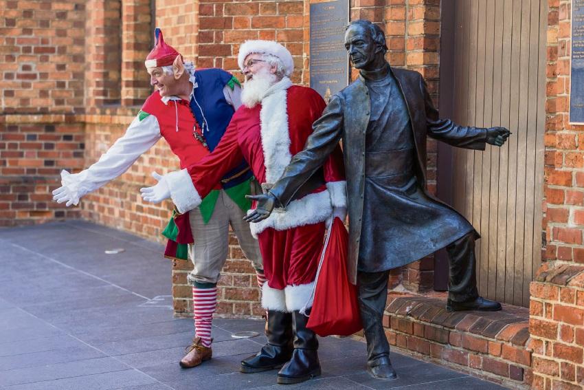 Lakeside Joondalup: Santa swaps sleigh for red Mustang