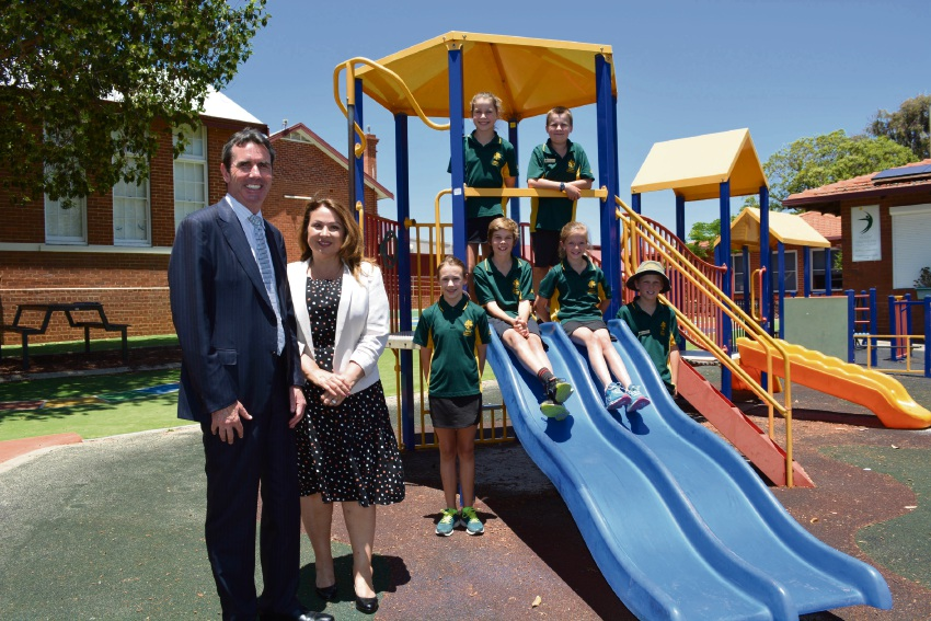 Education Minister Peter Collier, Perth MLA Eleni Evangel and Mt Hawthorn Primary School students.