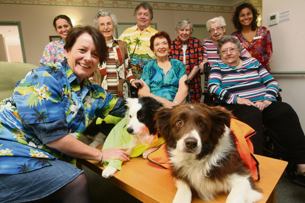 Helen Fullarton and dogs Nala and Dev with residents and staff Patsy Callaghan, Jean Collins, Dave Strachan, Norma Argus, Mary Cramp, Peggy O'Donnell, Barbara Wilkes and Fernanda Da Cuna. Picture: Bruce Hunt        www.communitypix.com.au   d460798