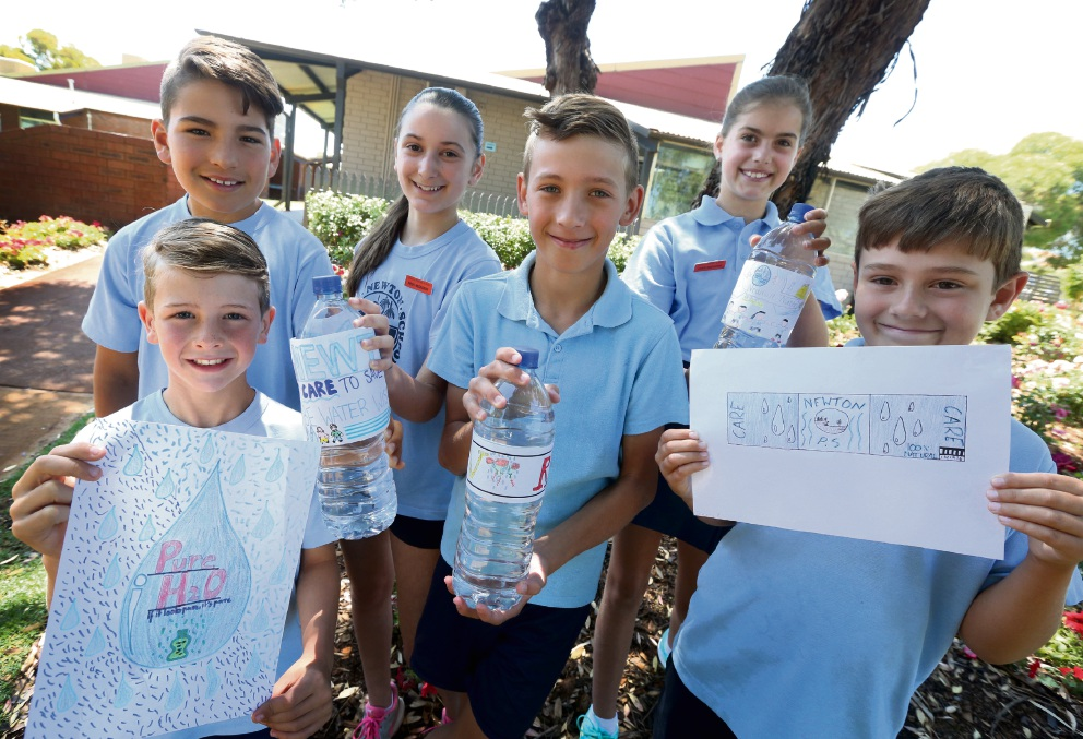 Newton Primary School students show their label. Picture: Matt Jelonek           d463024