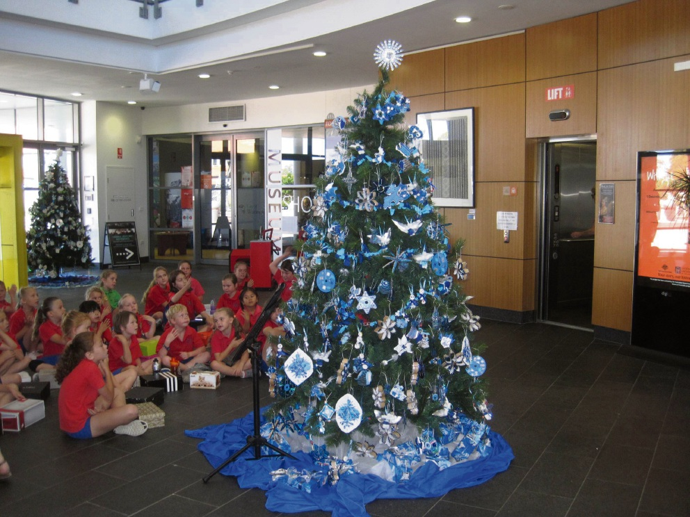 Quinns Rocks Primary School students with their decorated tree.